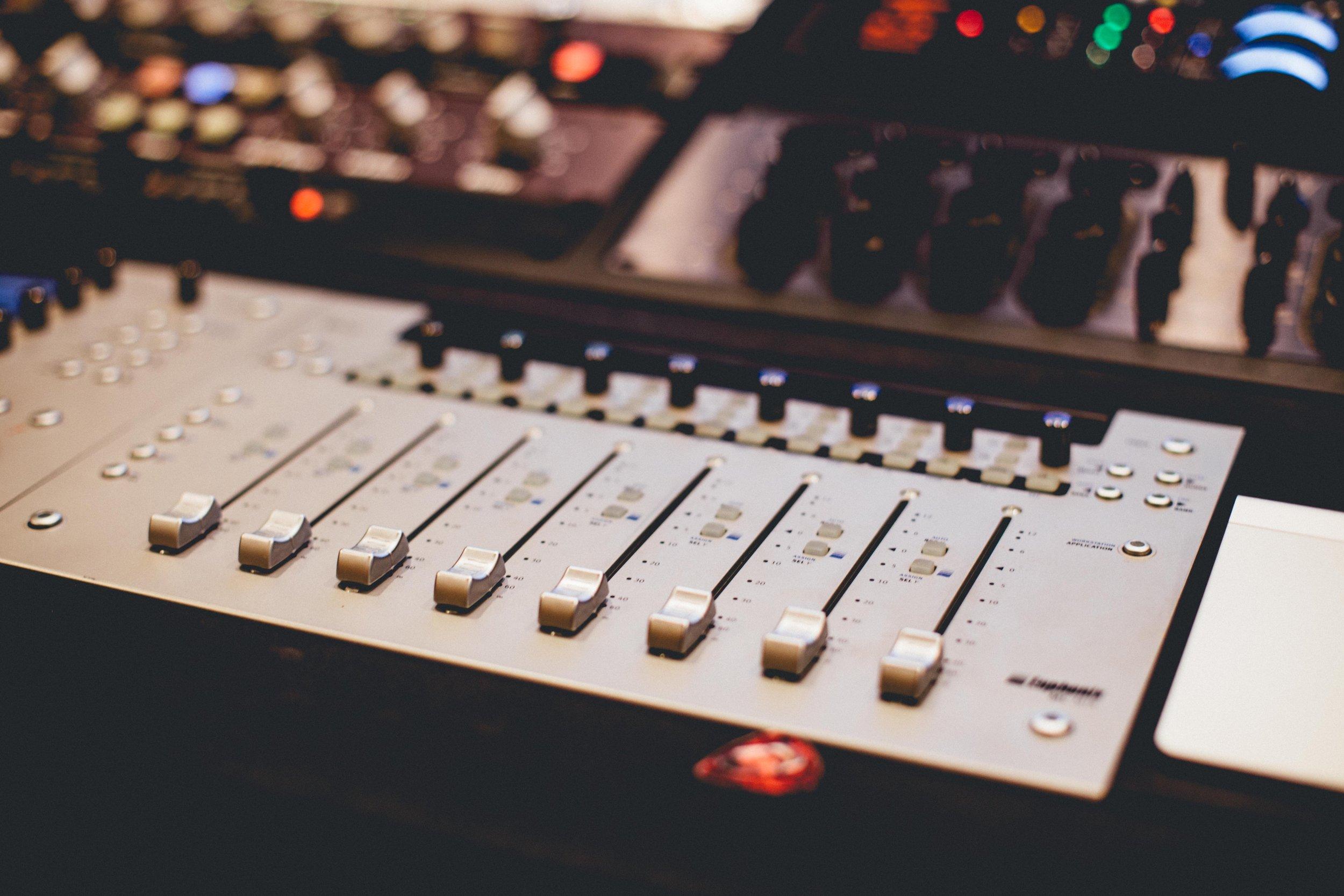 Lynda Raises Awareness on Brooklands Radio